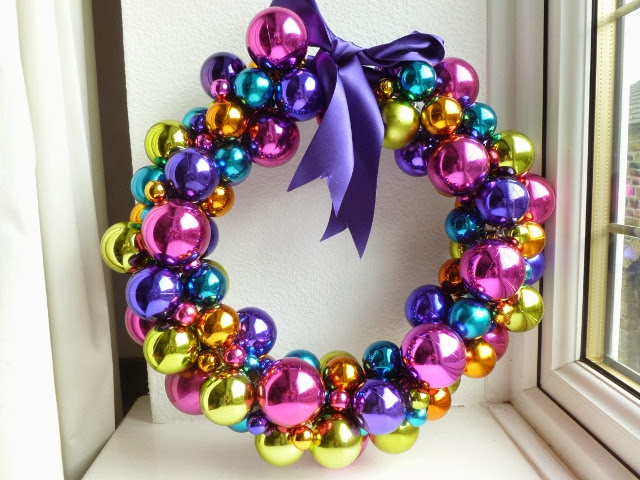 DIY Christmas-Bauble-Wreath3