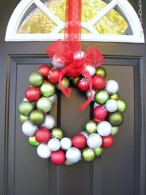 DIY Christmas-Bauble-Wreath4