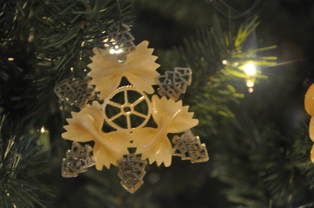 DIY-Pasta-Snowflake-Ornaments-18