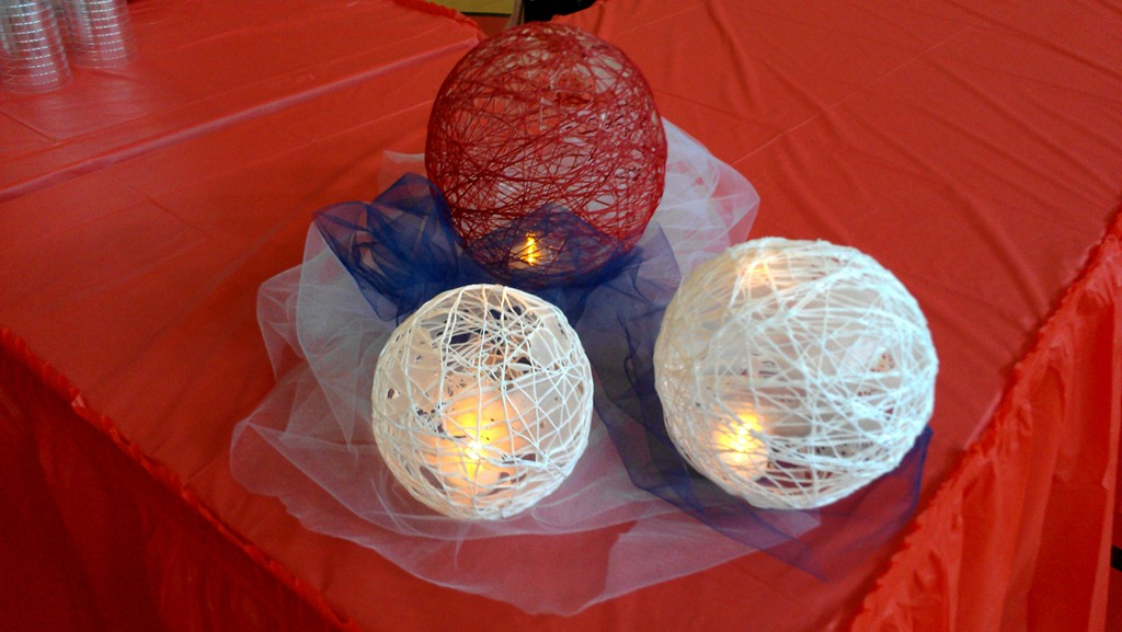 DIY candle-lit-yarn-ball-holiday-centerpiece