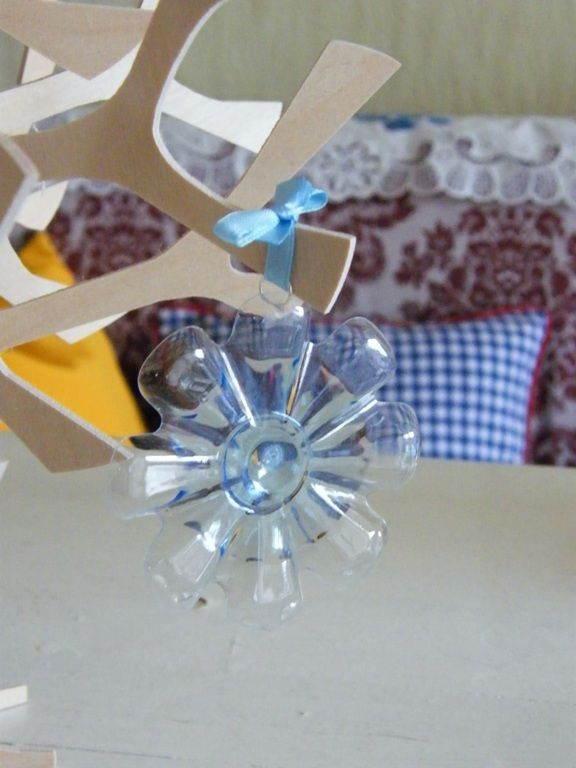 DIY Snowflake ChristmasTree from Plastic Bottles6