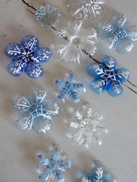 DIY Snowflake ChristmasTree from Plastic Bottles7