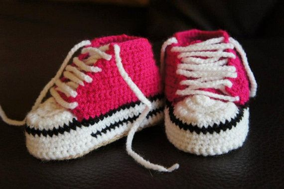 24838a50c0b8c2 How-to-DIY-Adorable-Crochet-Baby-Converse-Booties(