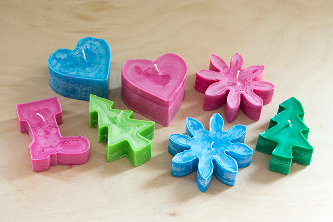 Things-You-Never-Thought-to-Do-With-Christmas-Cookie-Cutters-cookie-cutter-candles2