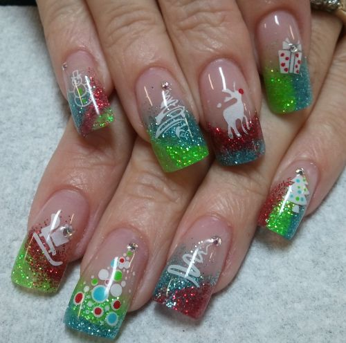 20+ Festive Christmas Nail Art Ideas 24