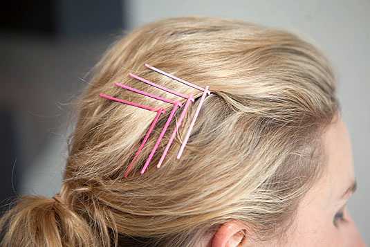20-Fabulous-Ways-to-Use-Bobby-Pins-18