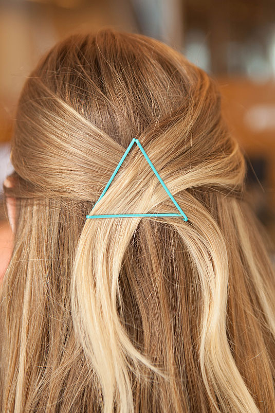 Hairstyle Hacks - 20 Fabulous Ways to Use Bobby Pins5