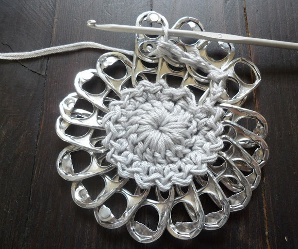 Crochet-Pop-Tab-Flower-Purse4