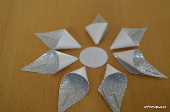 How-to-DIY-Kanzashi-Star-Flower-Christmas-Ornament6