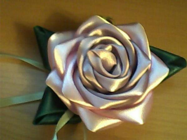 How to Make Pretty DIY Ribbon Rose