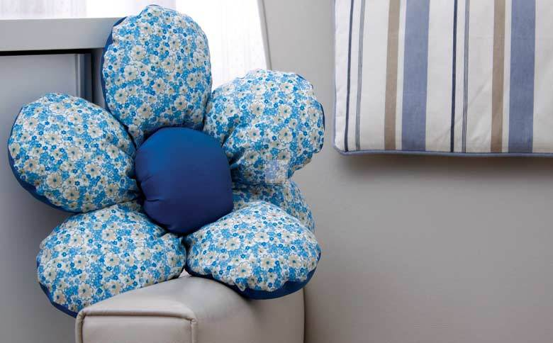 Make flower Shaped DIY Cushion1