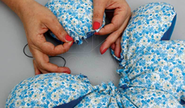 Make flower Shaped DIY Cushion8