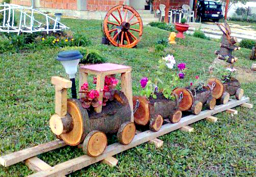 DIY Train Planters Out Of Old Crates1