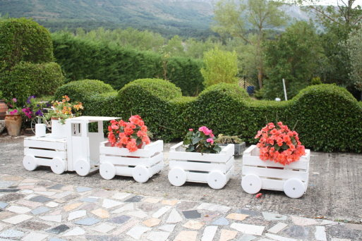 DIY Train Planters Out Of Old Crates2