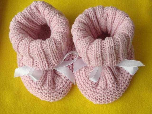 Knitting Circle Loom Patterns : Knit Baby Hat Booties Patterns BeesDIY.com