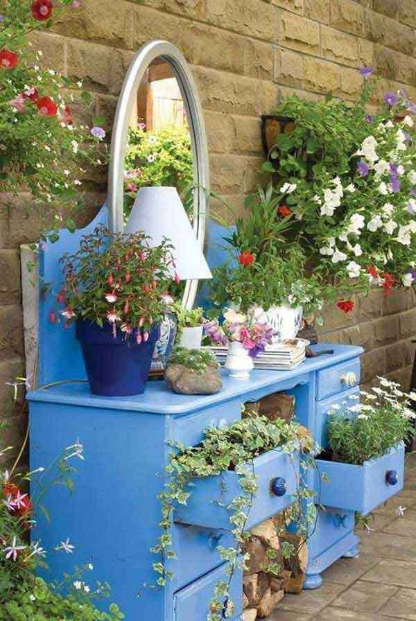 Top 15 Low-Budget DIY Garden Planters 12