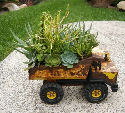 Top 15 Low-Budget DIY Garden Planters 8