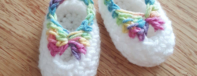 Quick Crochet Booties with Bow (FREE Pattern)